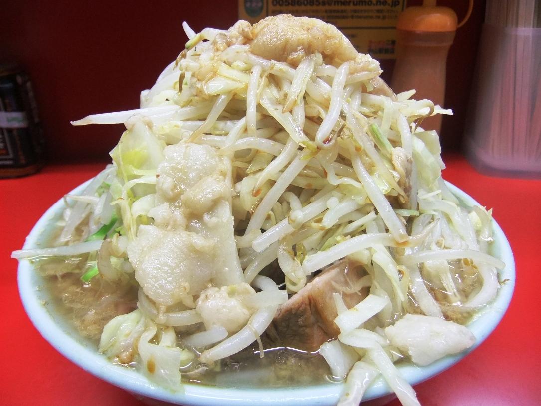 ラーメン二郎 中山駅前店:小ラーメン豚入(ニンニクヤサイマシマシアブラ) 11.05.04