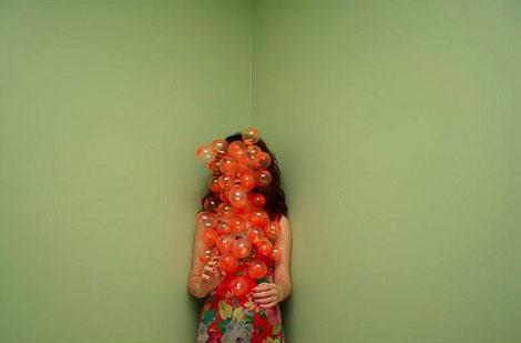 異様なポーズの奇才 - Catalina Bartolome