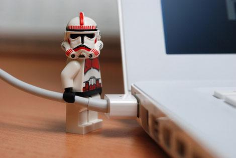 MacをメンテナンスするLEGO版ストームトルーパー