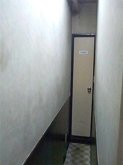非常に小さなトイレ