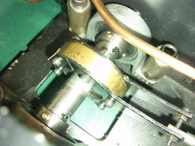 これが軸動ポンプを駆動するエキセントリックな動きをするタンブラーとカム?