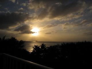 ホテルの部屋からの夕日