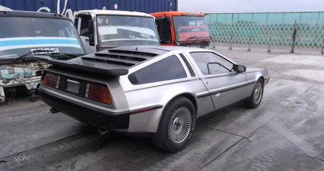 DeLoreanRear1_s.jpg