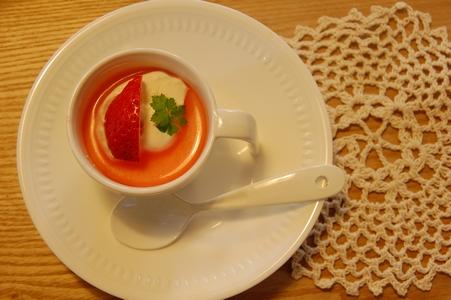イチゴソースの杏仁豆腐