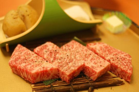 四季館彩冬(さいとう)の前沢牛ステーキ