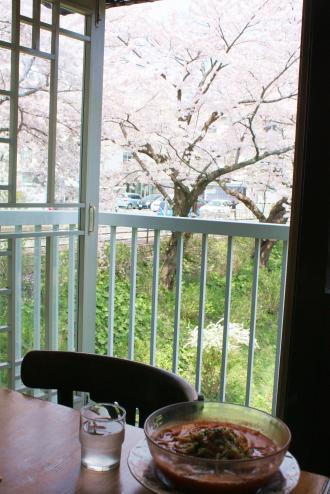 桜を見ながら食べるモンタンのア・ラ・モンタン