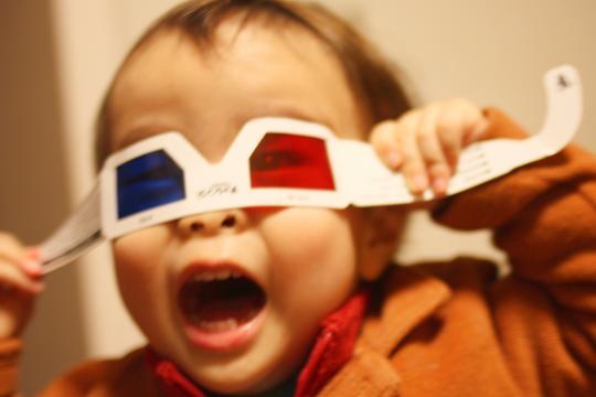 3Dメガネに興奮する次男