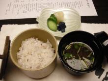 十六穀米に赤出汁…うー、お腹いっぱい!