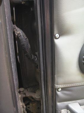 サファリ右ドア板金6