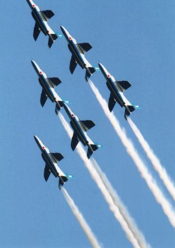 ブルーインパルス5機上昇