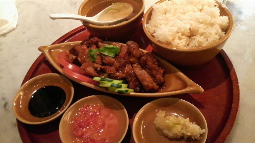 海南鶏飯(揚げチキンライス)