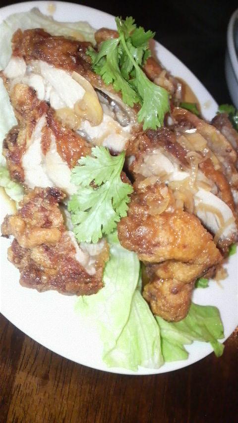 台南担仔麺台湾屋 (あつあつ揚げ鶏の特製タレかけ)
