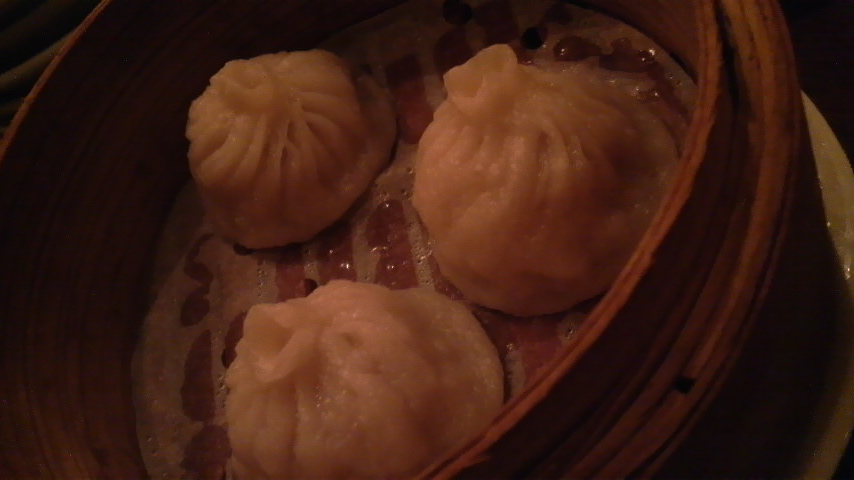 台南担仔麺台湾屋 (ホカホカ小籠包)