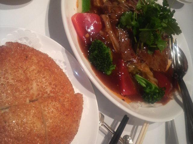 上海小南国(牛肉のスパイシ^煮込みw黄金胡麻パン)