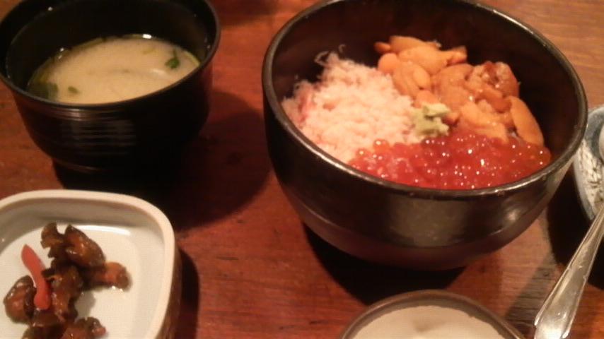 オホーツク市場海鮮道楽(ミニ3色丼)
