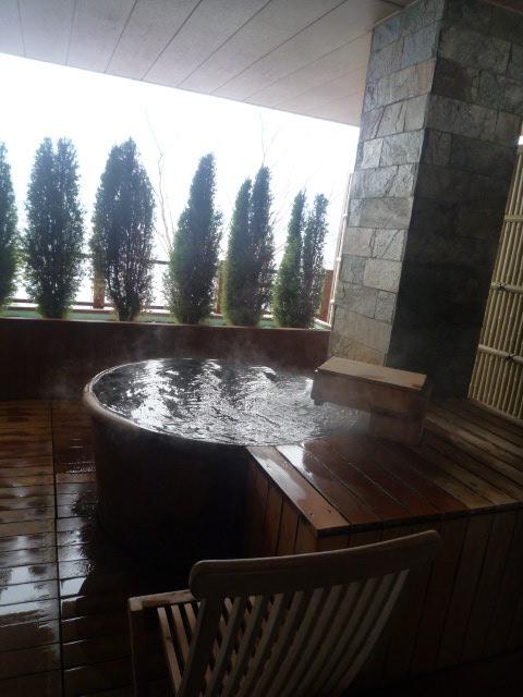 丸駒温泉旅館(露天 丸の湯)