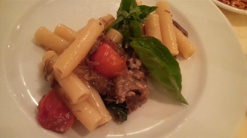 NAPULE(牛ほほ肉とオニオンの煮込みソースのズィティ ナポリのジェノヴェーゼ風)