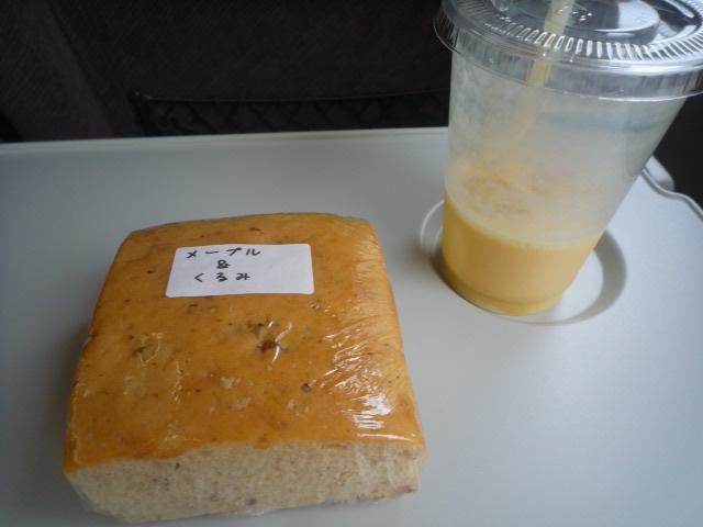 カスピア(マンゴバナナジュース・メープルくるみパン)