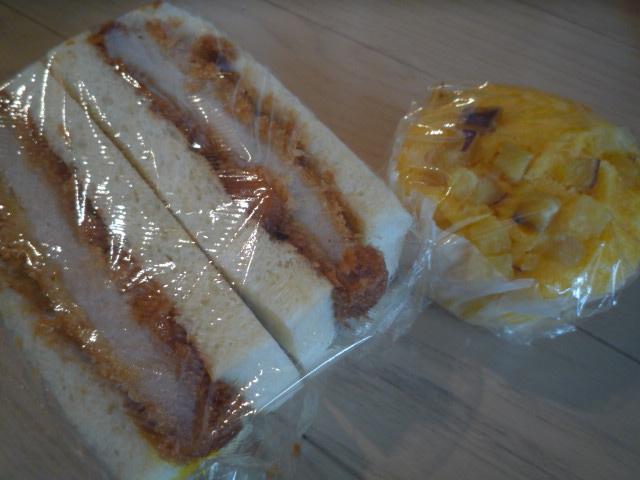 サン・モリッツ(カツサンド、南瓜と薩摩芋の蒸しパン)