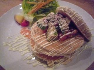 PancakeMamaCafeVoivoi(豆腐とサーモン&アボガドの和風カプレーゼ)