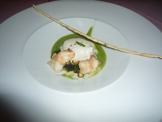 エノテカピンキオーリ(ガーリッククリームを纏ったポーチドエッグ モッツァレラチーズのグアンチャーレ巻きとズッキーニのピュレ)S1