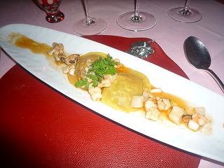 エノテカピンキオーリ(春野菜のリッボリータをラヴィオリに貝類の軽い煮込みソースを添えて)S3