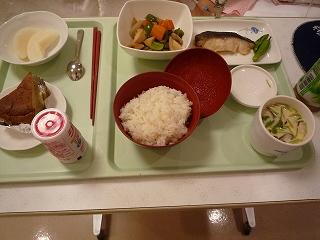 090927_夜(筑前煮・茶碗蒸・具沢山味噌汁・米・焼魚・梨・バナナケーキ・ジョア)