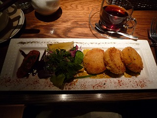 ROTI American Wine Bar  Brasserie(ズワイガニのクラブケーキ クレオール風)
