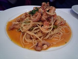 ラ・ブラーチェ(魚介類とルーコラ、フレッシュトマトのスパゲッティ)