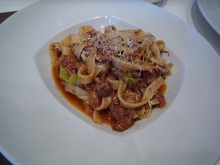 ラ・ブラーチェ(豚肉とチリメンキャベツのトマト煮込みソースタリアテッレ)