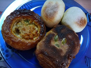 金麦(ツナデニッシュ・チョコバナナデニッシュ・栗餡パン・焼カレーパン)