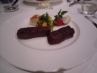 Botanica(熟成和牛ロース・もも肉の炭火焼食べ比べ)
