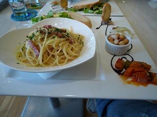 Cafe Table(黒コショウパルメザンパスタ)