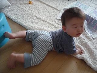 100614_後ろハイハイ (3)