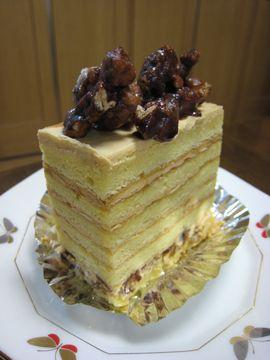 ヘーゼルナッツと塩キャラメルのケーキ