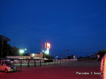 夜明け前のスーパー