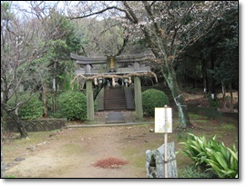 神社がある。