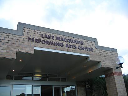 麦考瑞湖艺术中心,其实就是一个体育馆的大小
