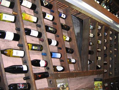酒庄介绍处的红酒墙