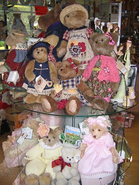 可爱店中的泰迪熊之塔