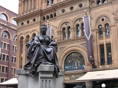 QVB前的维多利亚女王像