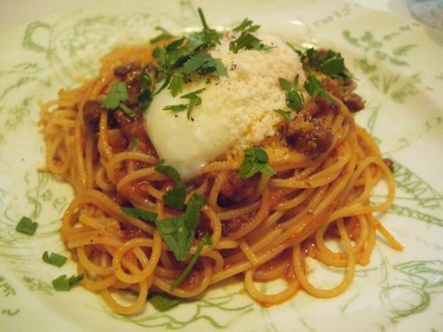 コトコト煮込んだボローニャ風ミートソースのスパゲティ