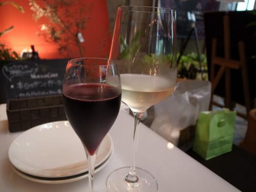 スパークリングロゼと白ワイン