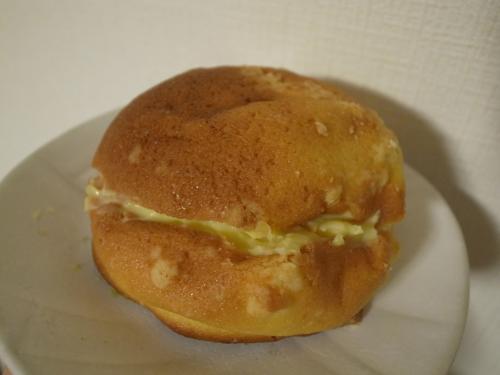 クリームを挟んだパン