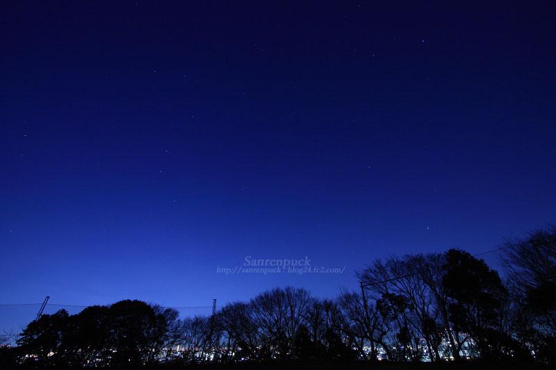 東京の上空を見上げると