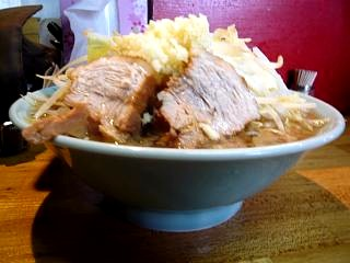 ラーメン髭(チャーシュー麺横)