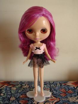 blythe prima dolly violetina stand