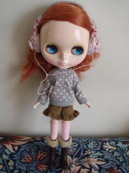 blythe friendly freckles stand2