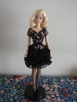 FMC barbie trace blonde stand2
