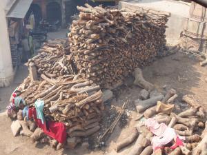 火葬場の薪